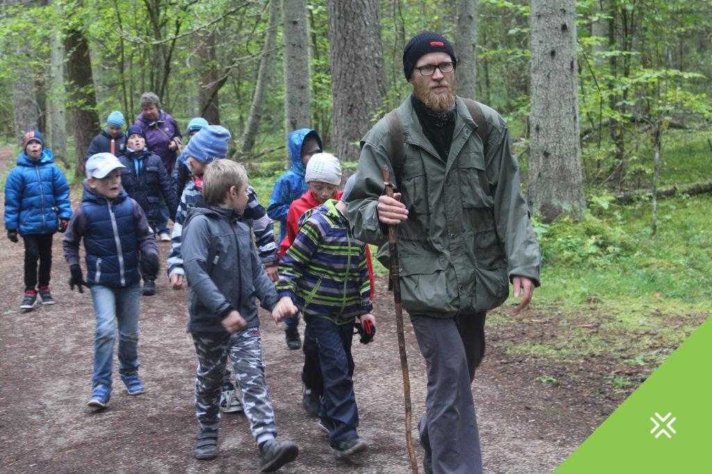 Põlvamaa Metsaühistu viis lapsed metsa